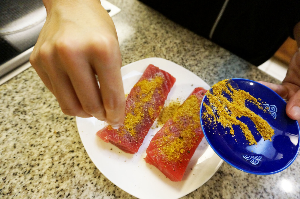 Season ahi with your favorite curry powder