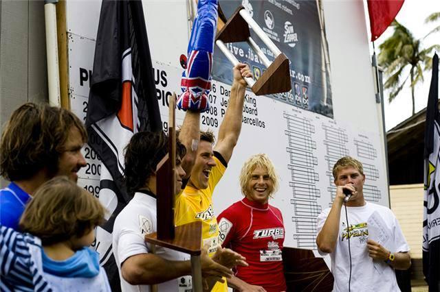 Hardy celebrates winning The Pipeline Pro 2009: Alex Ormerod