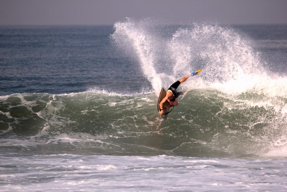 Hardy carves in Bali: Cian Salmon/ Bali Bodyboarding