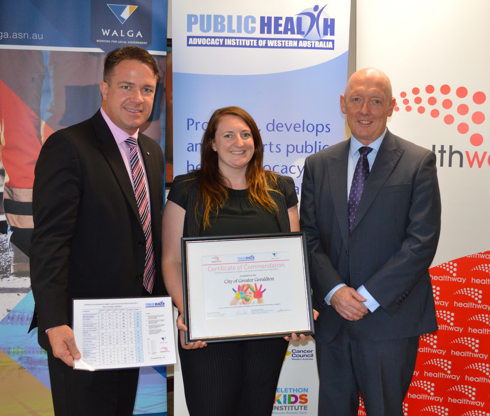 City Environmental Health Officer, Hayley Williamson, accepts the award from WALGA President Mayor, Troy Pickard, and Healthway Executive Director, David Malone.