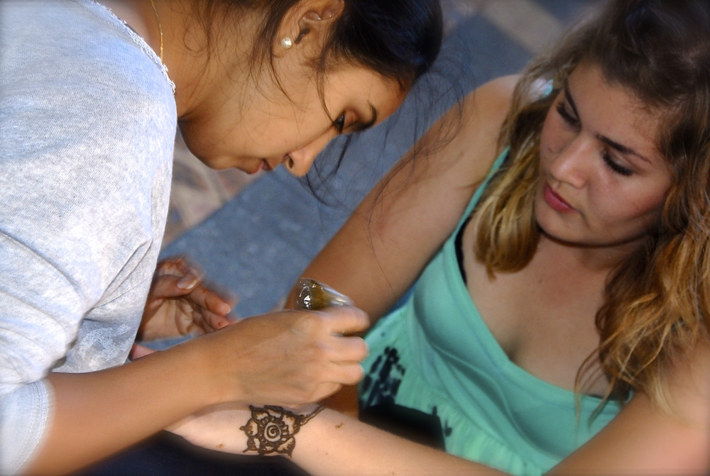 Sejal Prajapati doing Henna
