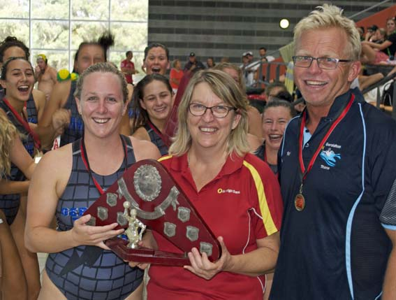 Gero women presentation captain Emma Hancox, Bendigo Bank Bunbury manager Sherrie Morgan, coach Ray Pead.