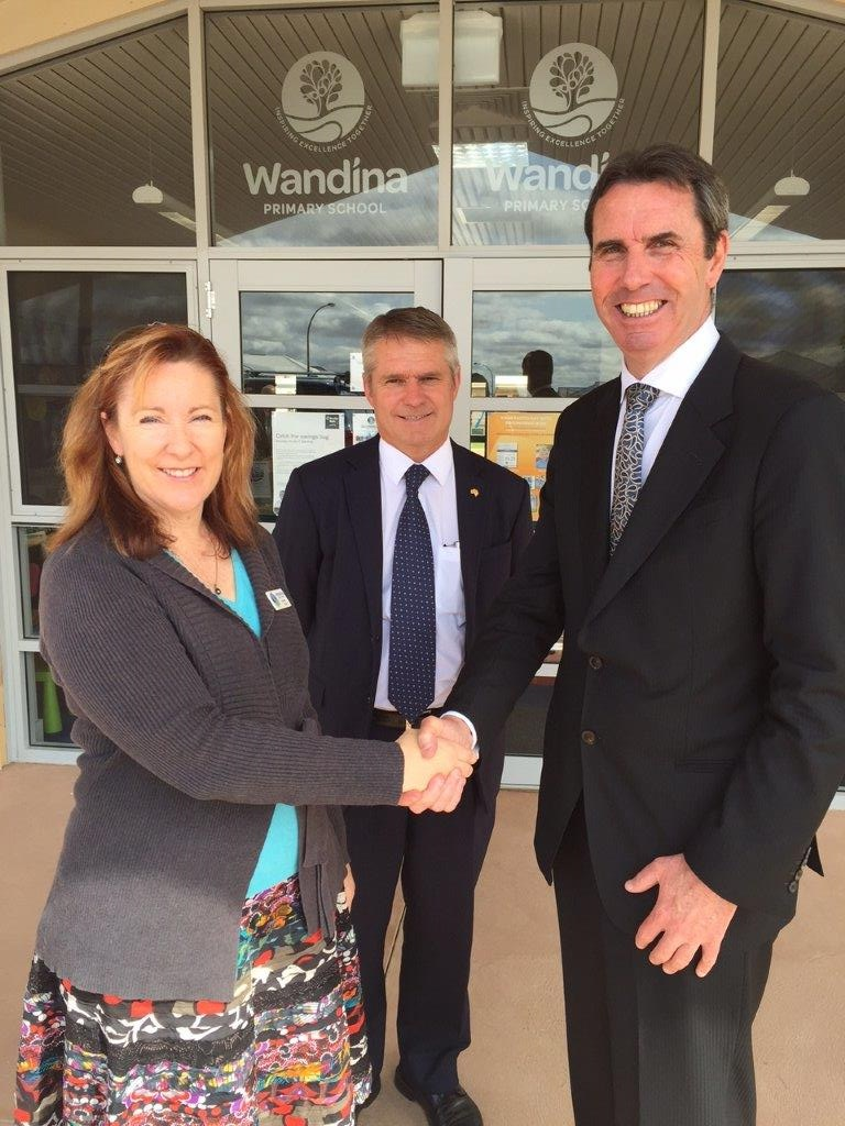 Wandina Primary School principal Di Miller with Geraldton MLA Ian Blayney and State Education Minister at the announcement of the extra $8 million to complete Wandina Primary School by 2017.