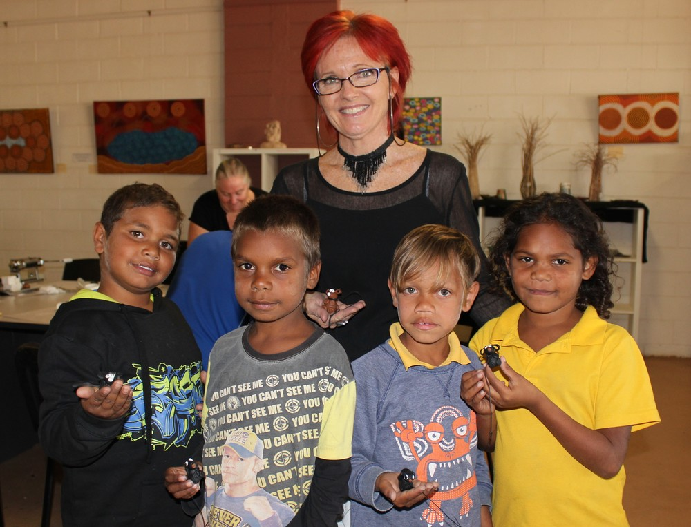 Artist Debbie Crothers with Mullewa students