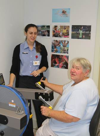 University of Notre Dame Physiotherapy student Caitlin Cocks assisting Fay Prunster in the WACRH Kick Start Program.