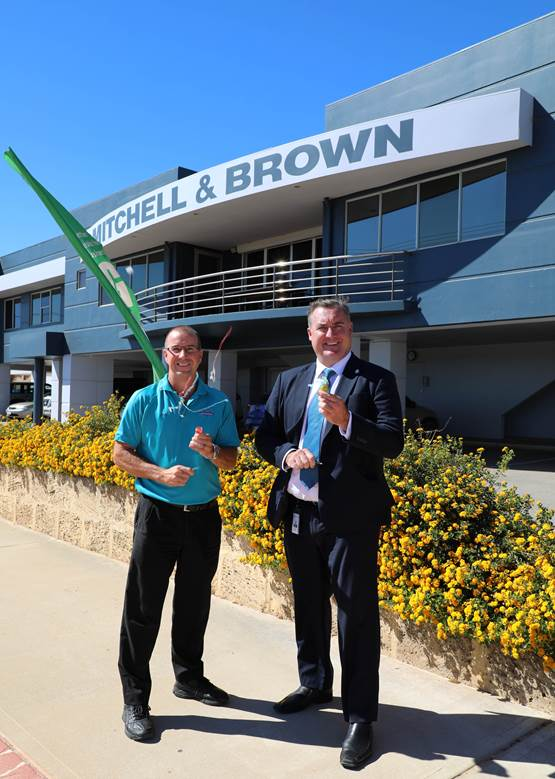 Mitchell & Brown Retravision Managing Director Steve Nanninga with Mayor Shane Van Styn celebrating the addition of fireworks to WoW Fest.