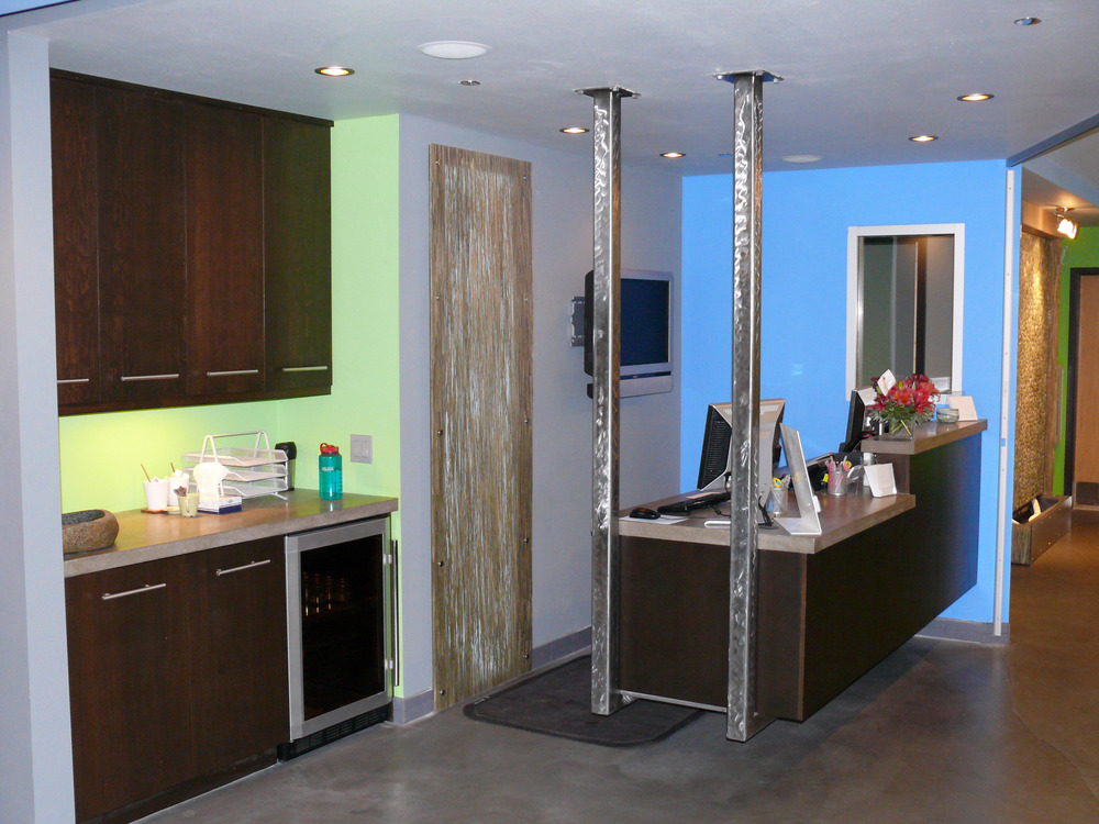Salon Reception Desk 2.jpg