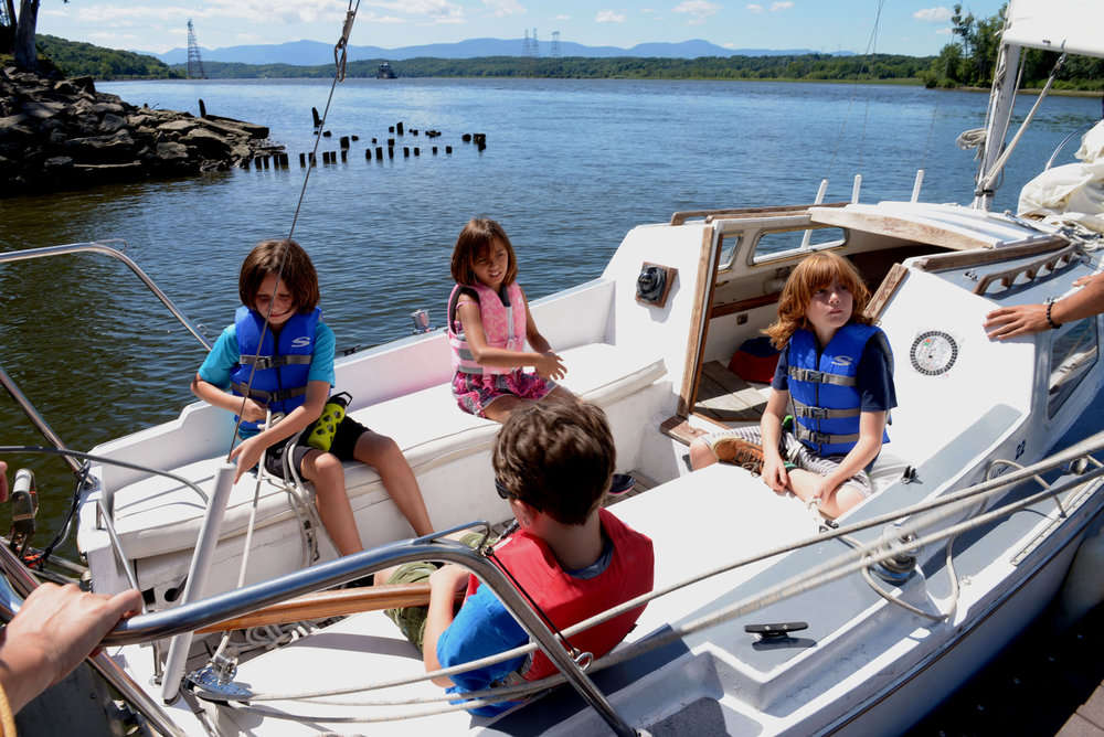 kidsonboat_1632.jpg