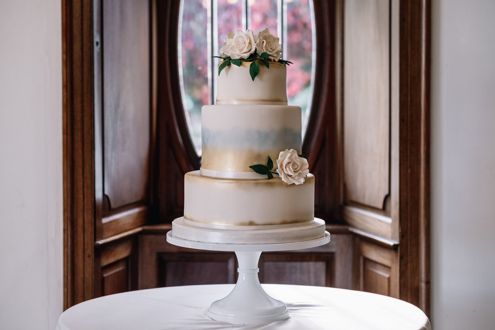 Cake:  Cakes by Fiona  | Venue:  Achnagairn House