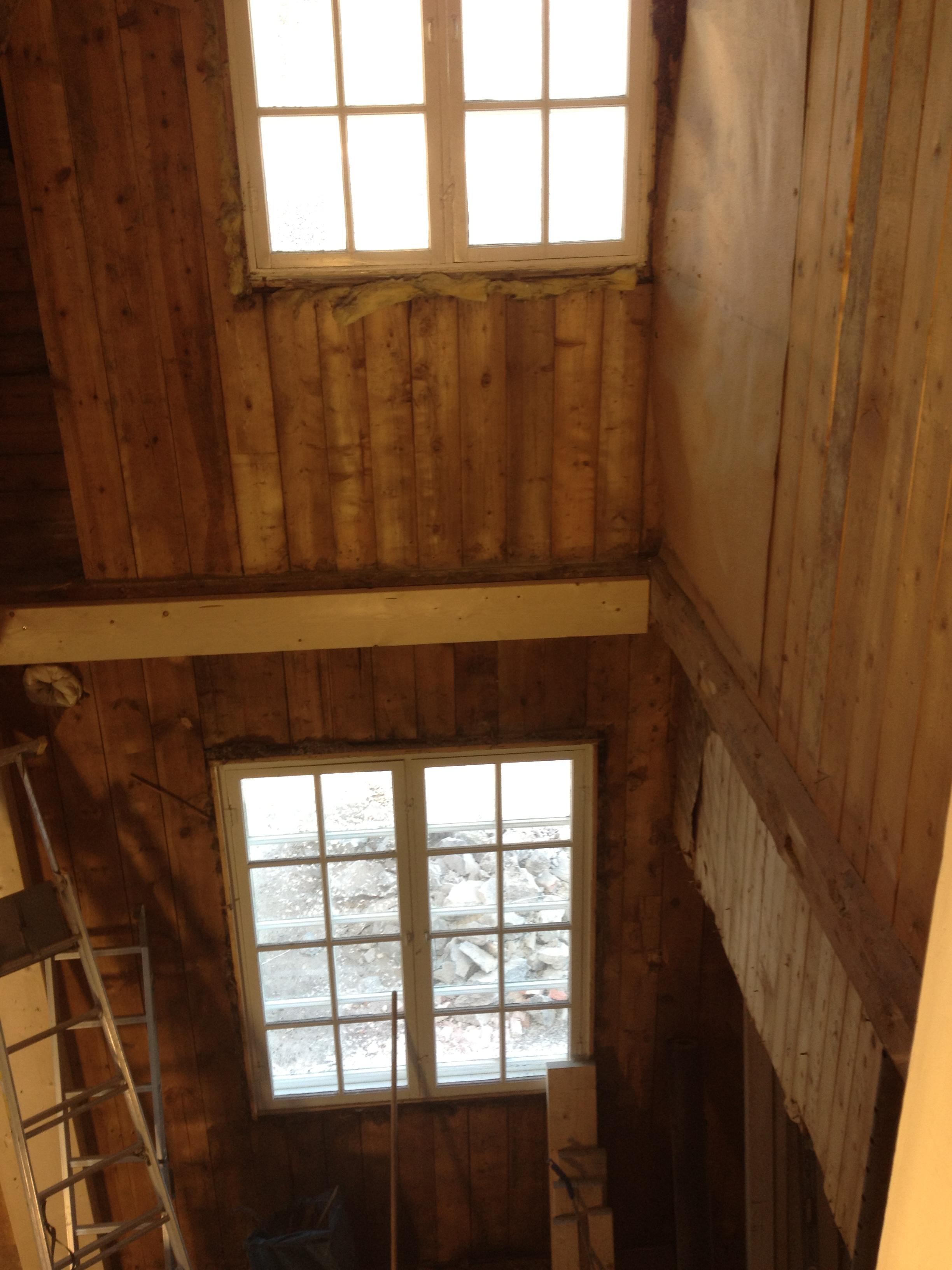 Nytt etasjeskille skal på plass,det gamle er fjernet.