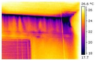 Eksempel bilde av luftlekkasje fra taklist