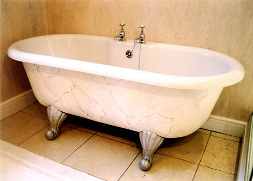 Marble paint effect on bathtub