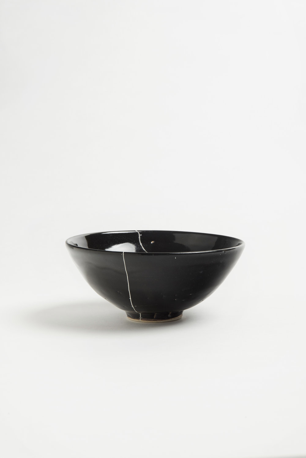 black-fracture-series-bowl-romy-northover-ceramics-the-garnered-44.jpg