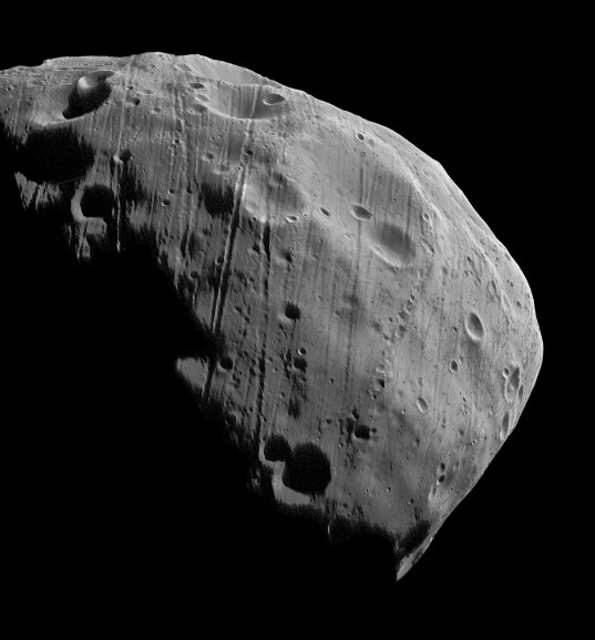 Photo of Phobos taken by Mars Express in 2008. (Image Credit:ESA/DLR/FU Berlin (G. Neukum))