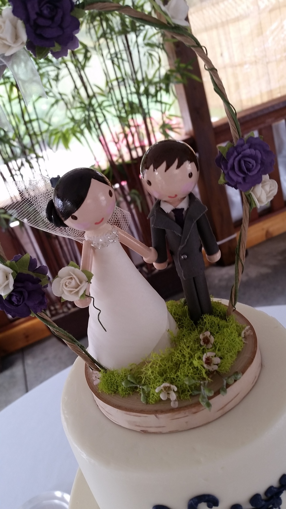 Recent Cake Topper that I saw out at Avon Gardens... really simple, and I dug it!