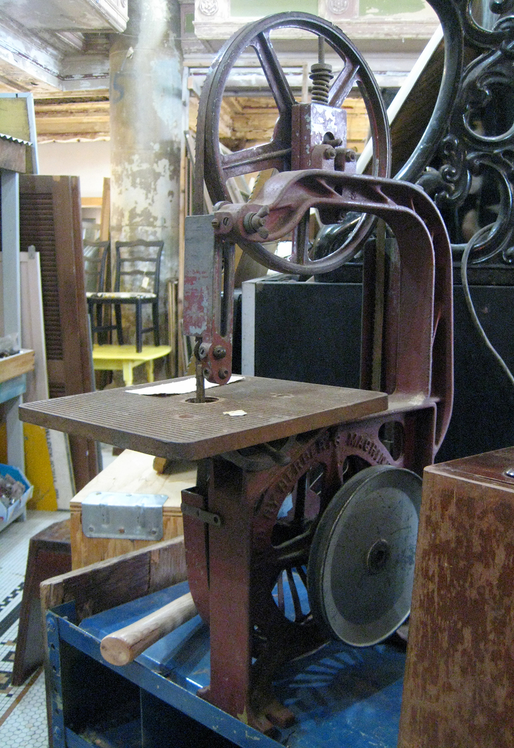 Old bandsaw. Get it while you can!