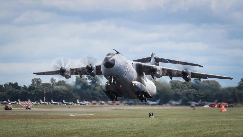 Airbus A400M liftoff.jpg
