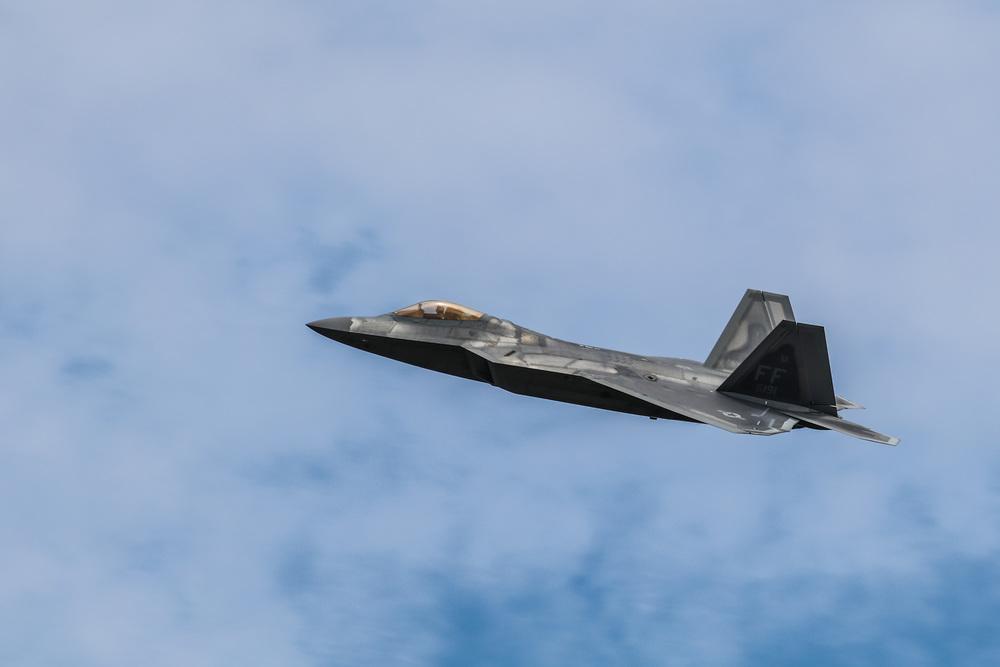 USAF F22 Raptor flypast.jpg