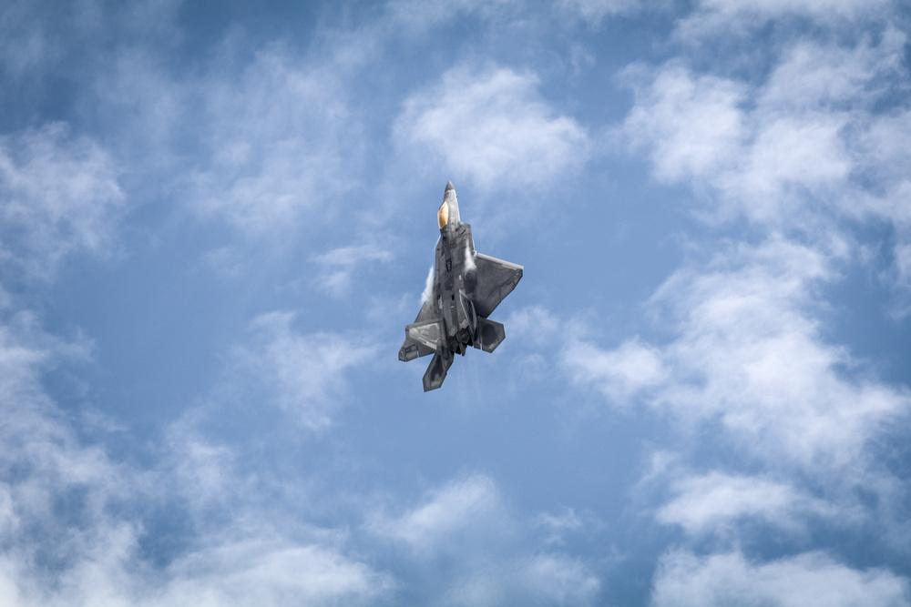 USAF F22 Raptor vertical climb.jpg
