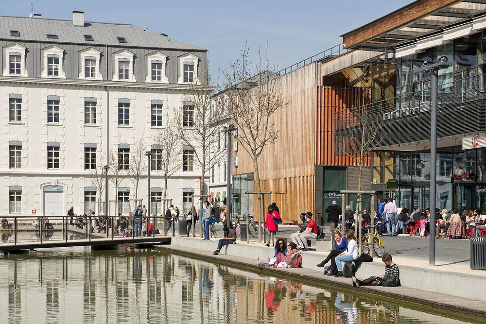 Écoquartier de la Caserne de Bonne, centre-ville de Grenoble.