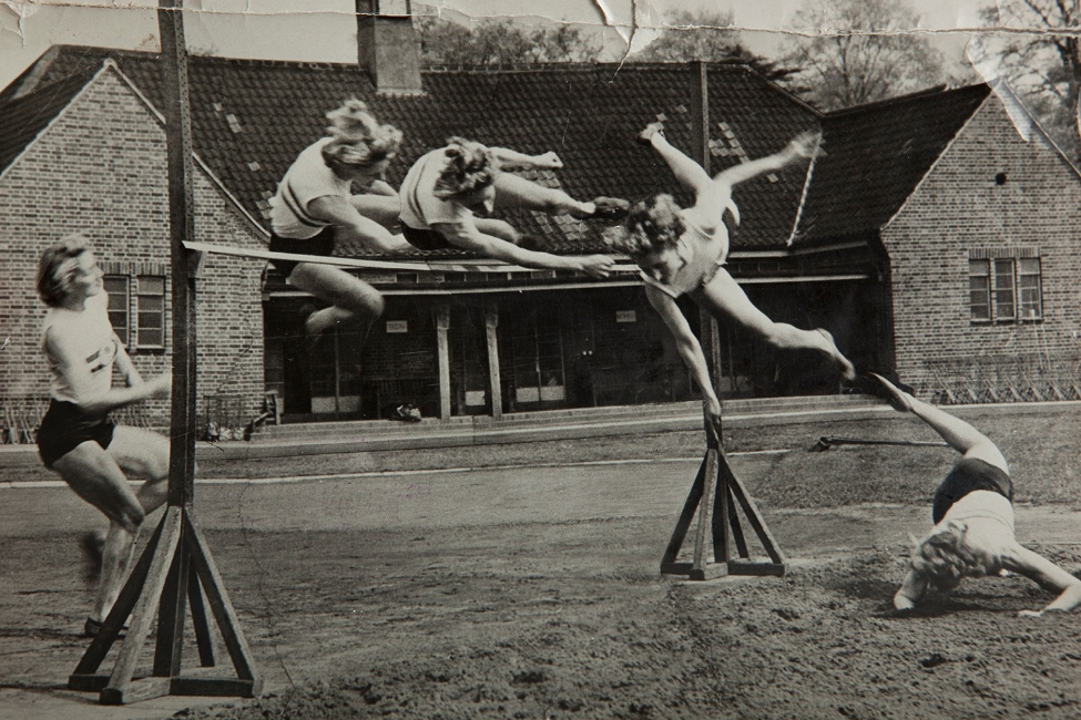 Dorothy Tyler doing the high jump