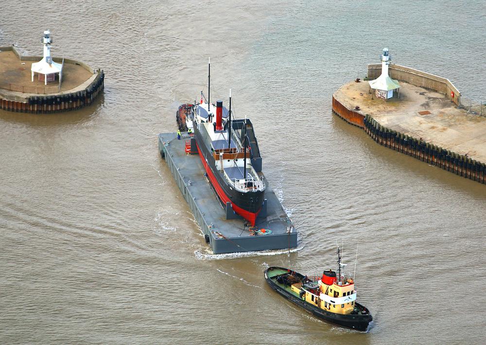 SS Robin departure Lowestoft 1 hires 170910 Skyview.jpg