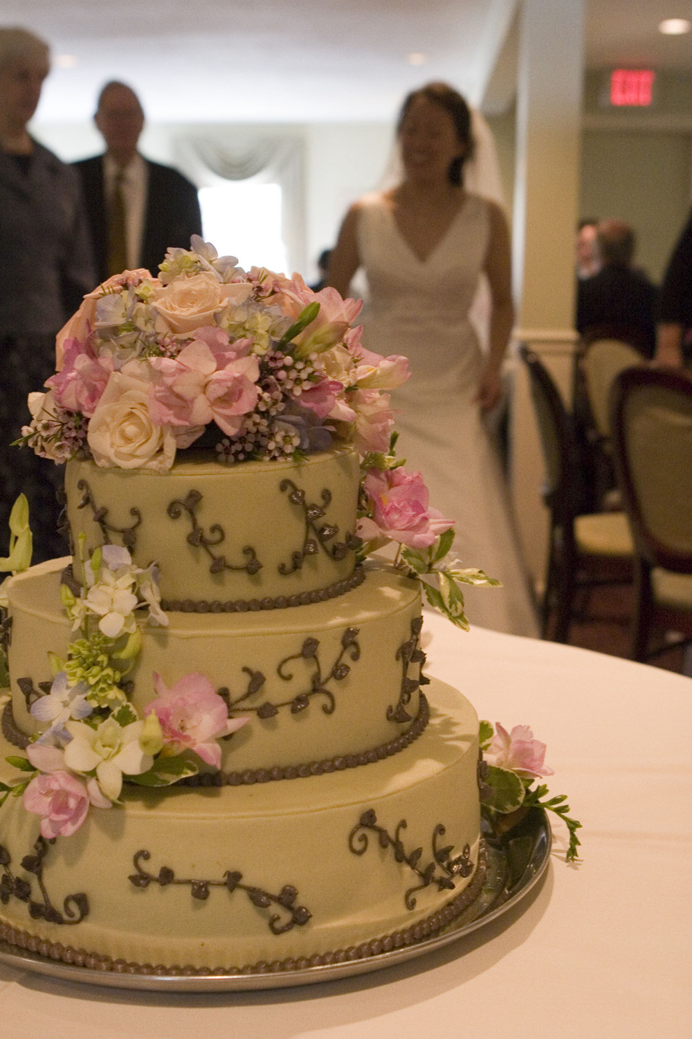 Wedding Cake - Chocolate on White w Flowers.jpg