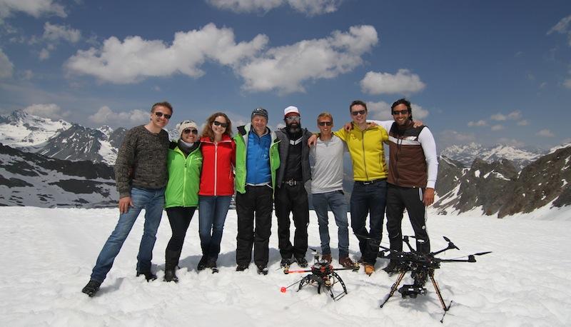 Die Gletscher-Crew (vlnr): Christian, Clara, Yana, Karsten, Holger, Niko, Peter und Puria.