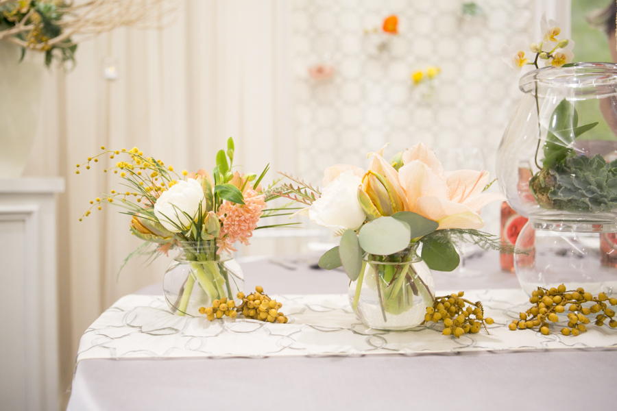 lush-florals-eva-derrick-photography-gala-decor-wedding-decor-florals-flowers-centerpiece-chairs-chiavari-photo-bridal-show-candles-place-settings.jpg