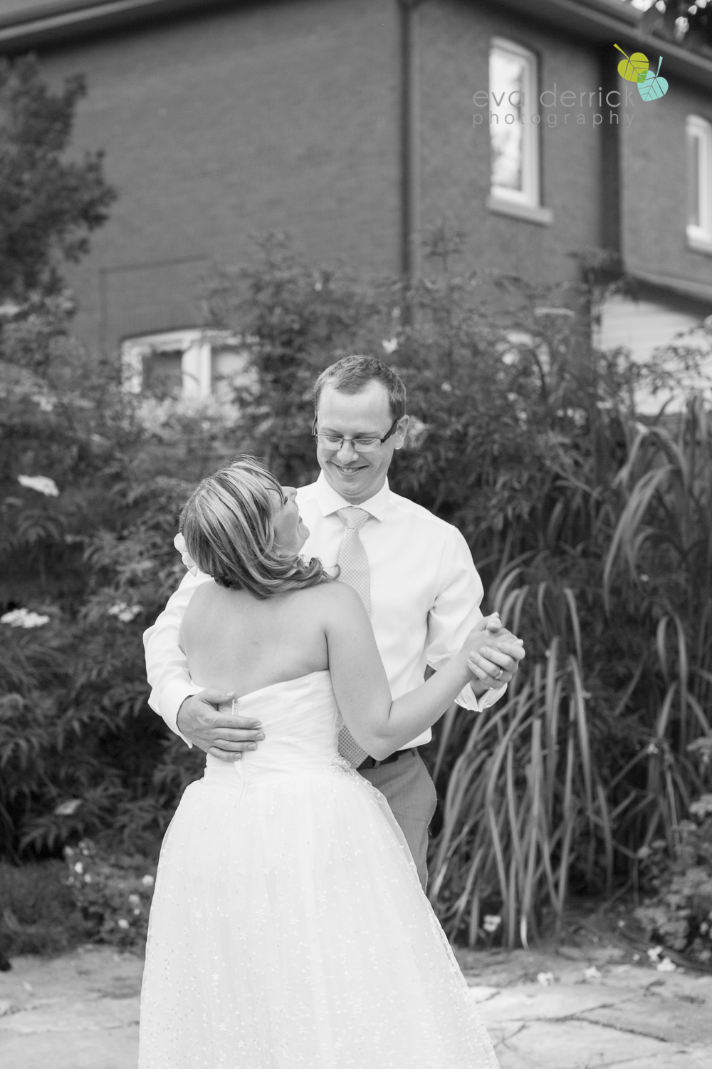 toronto-wedding-photographer-toronto-weddings-GTA-backyard-weddings-eva-derrick-photography-0646.jpg