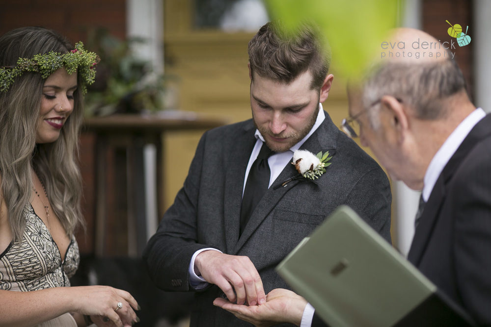 Honsberger-Estate-Wedding-Photographer-Niagara-Weddings-photography-by-Eva-Derrick-Photography-049.JPG