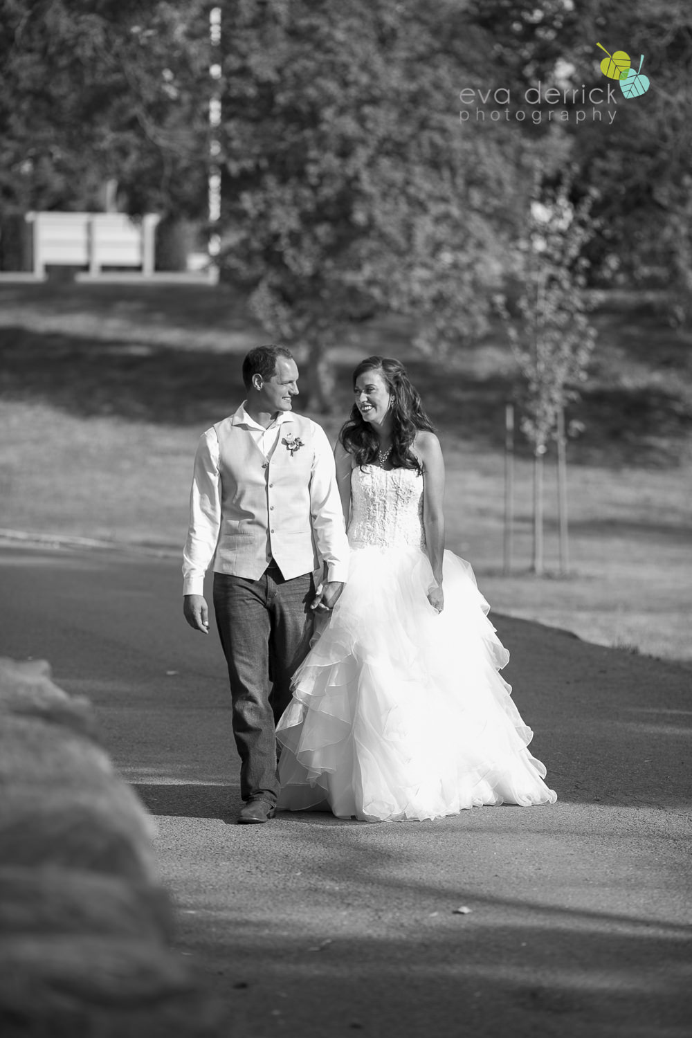 Niagara-Wedding-photographer-outdoor-wedding-photo-by-eva-derrick-photography-025.JPG