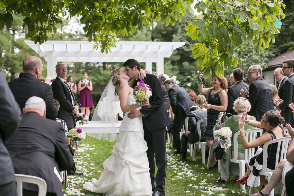 Vintage-hotels-wedding-Niagara-on-the-Lake-Pillar-and-Post-photo-by-eva-derrick-photography-043.JPG
