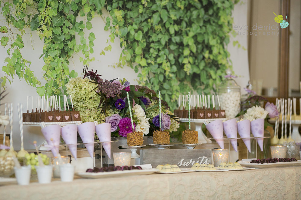 Vintage-hotels-wedding-Niagara-on-the-Lake-Pillar-and-Post-photo-by-eva-derrick-photography-044.JPG
