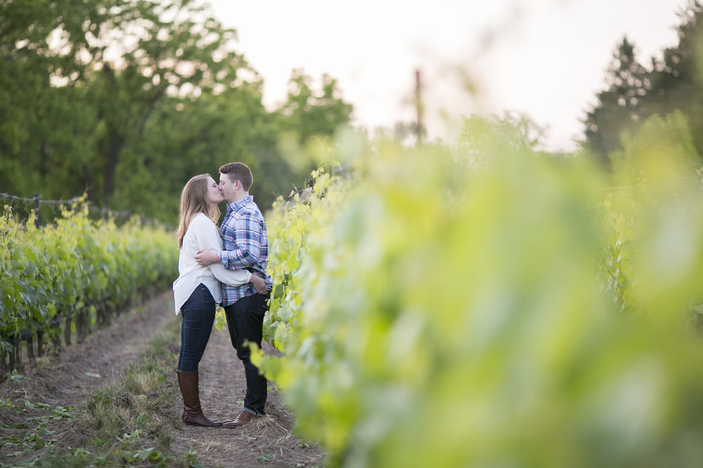 Niagara-on-the-Lake-Summer-Engagement-photos-by-Philosophy-Studios022.JPG