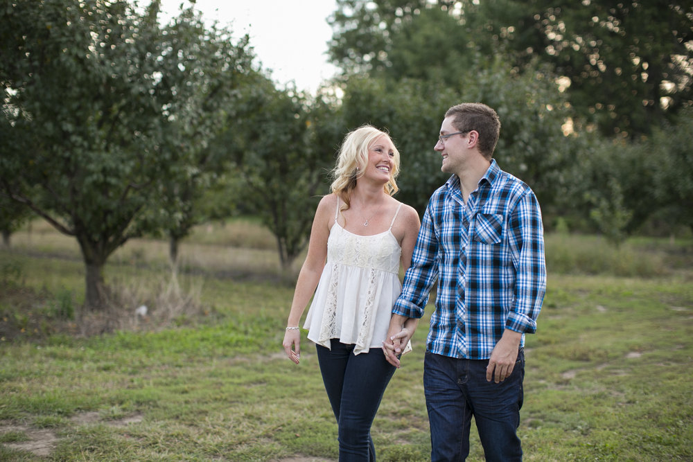 Niagara-on-the-Lake-Engagement-photos-by-Philosophy-Studios-010.JPG
