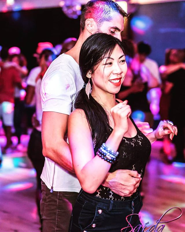 It's not often I post photos of myself dancing, but the saida #kizomba party in Paris was amazing ❤❤. Great dancers, and a friendly and accessible environment. 🙌🙌 to @georgesbitaud and his team. #smilingeartoear #jekiffe.