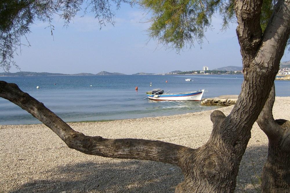 Strand og båt.jpg