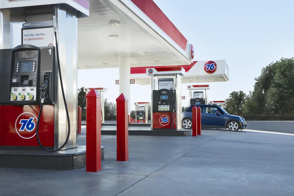 Jamie_Kripke_GasStations-05.jpg