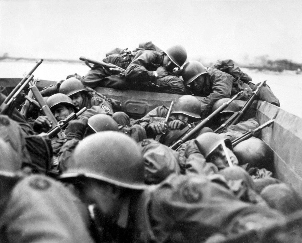 Soldiers of the US 89th Infantry Division cross the Rhine in assault boats under German fire on 24 March 1945.