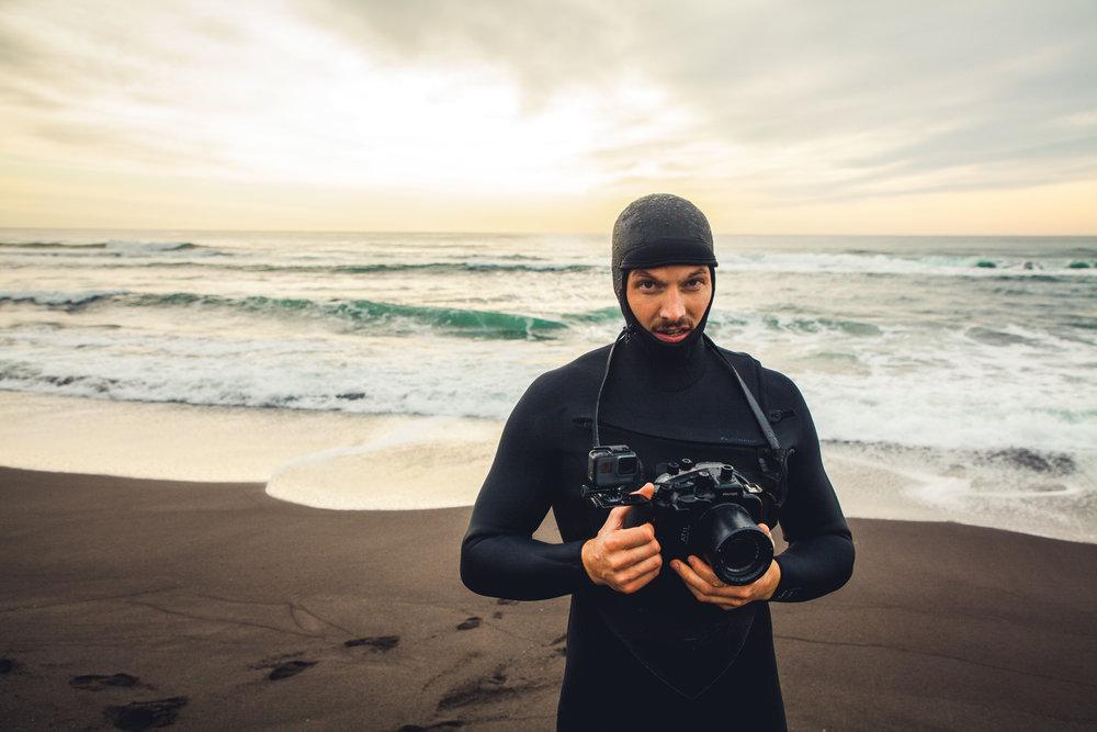 """director & gründer Johannes müller - bei den Dreharbeiten für """"Waves For Breakfast"""" an der sibirischen Küste"""