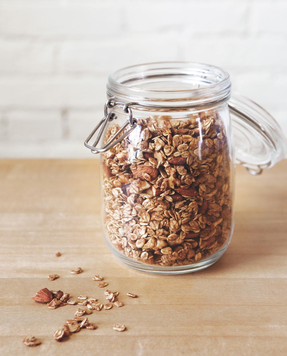 walnut-granola_01.jpg