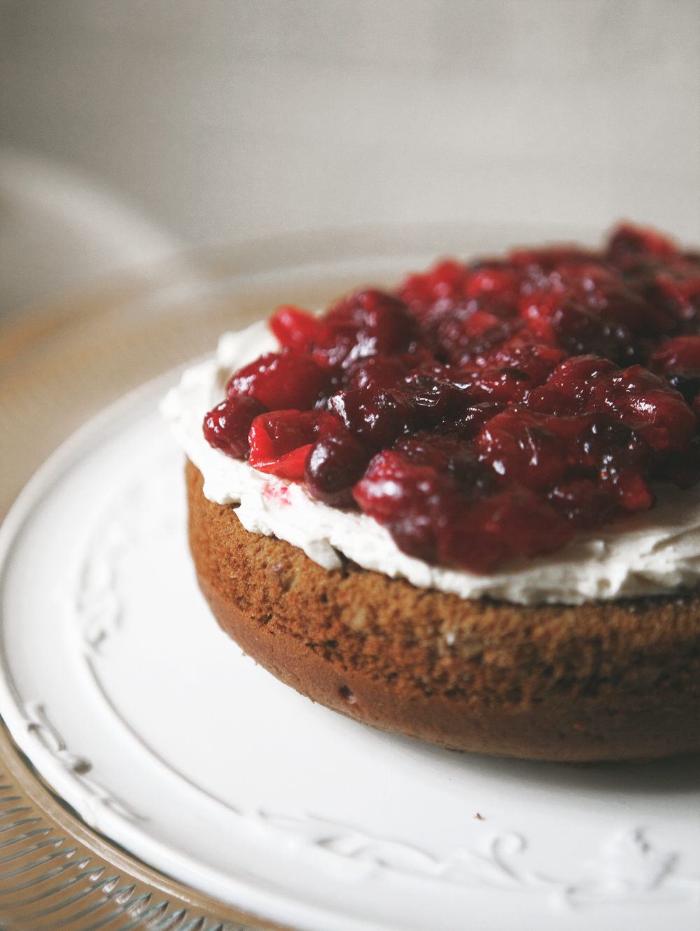 Gingerbread-Cake-with-Cranberry-Cream_03.jpg