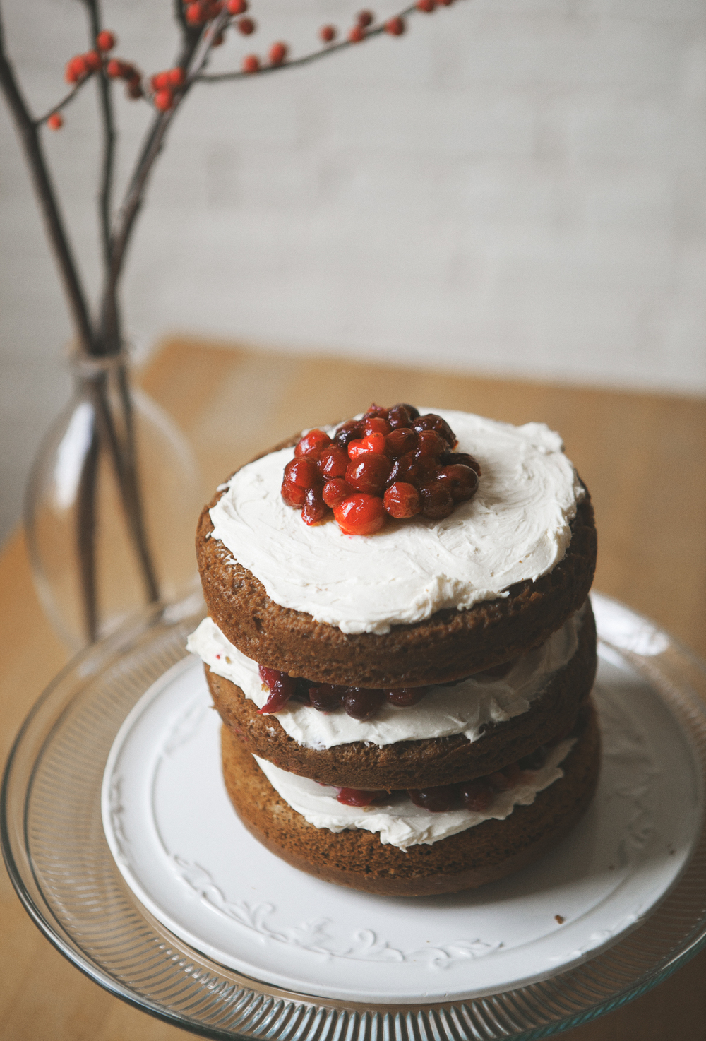 Gingerbread-Cake-with-Cranberry-Cream_06.jpg