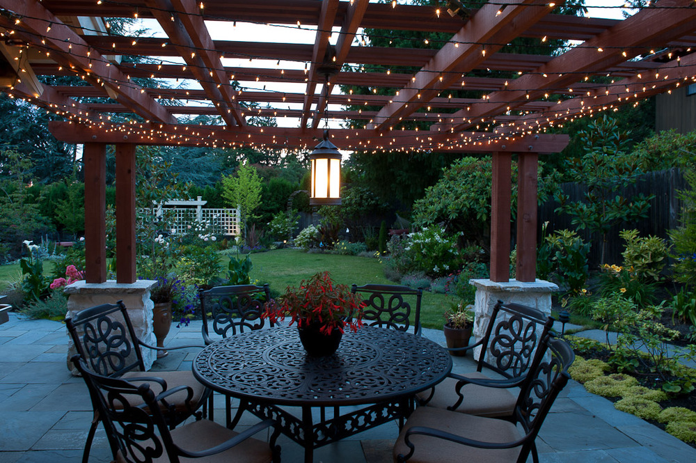 yarrow-point-landscape-back-patio-paul-moon-design-seattle-architecture.jpg
