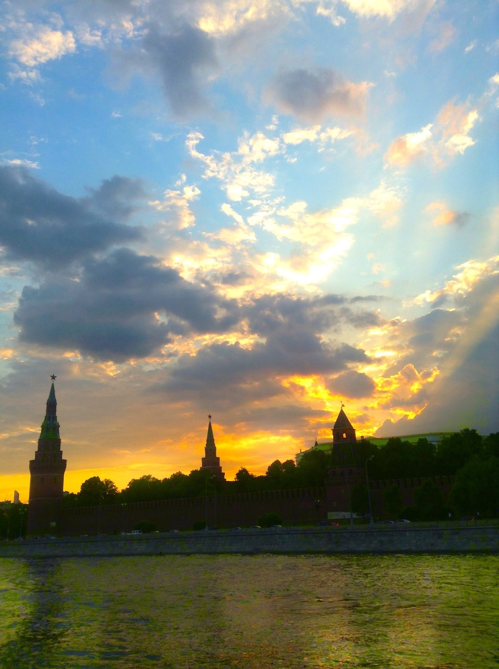 The Kremlin at sunset (mobile).