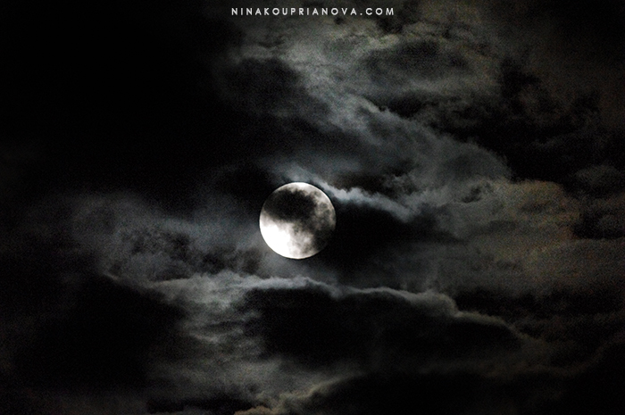 supermoon in clouds 4 700 px with url.jpg
