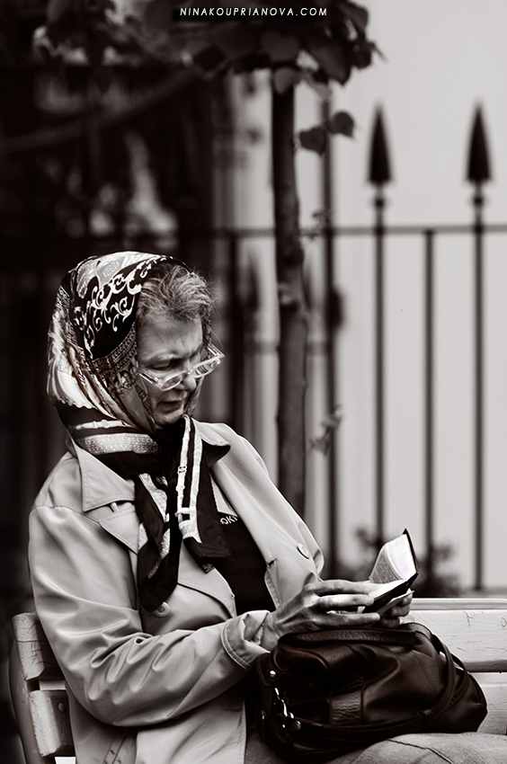 praying woman 1 850 px url.jpg