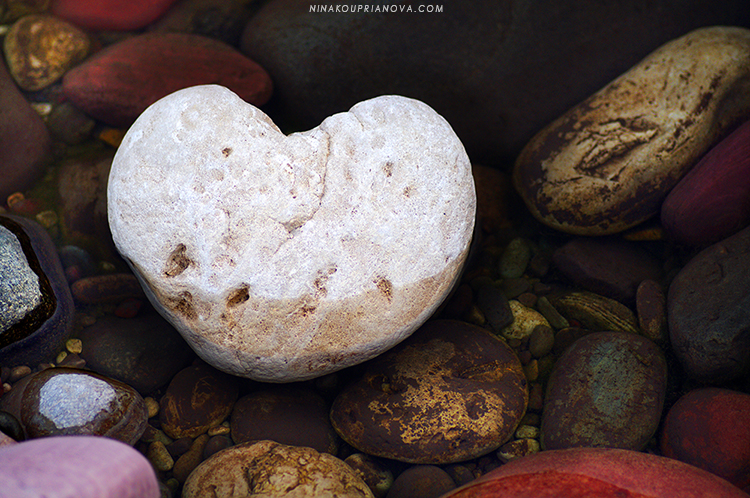 heart rock in water 750 px url.jpg
