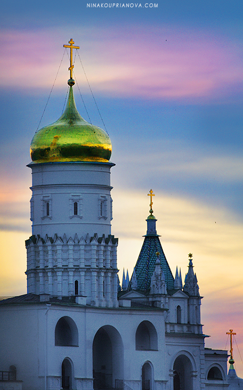 golden domes at night 800 px url.jpg